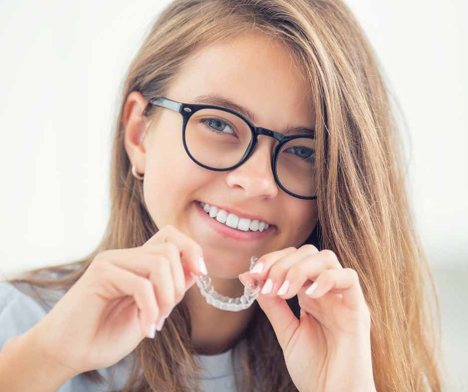 Clear Aligner Melbourne-Invisalign dentist Melbourne-Blackburn dentist-healthy-smiles-happy female patient with clear aligners
